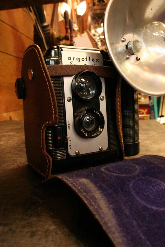 """Argus """"Argoflex"""" Seventy-Five With Flash, Unused Bulb and Original Case"""
