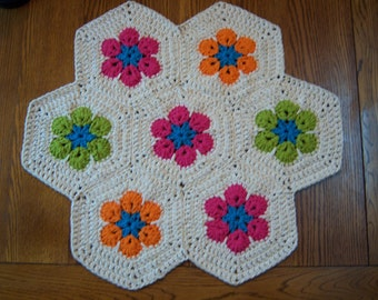"Bright African Flower Hexagon Rug - 26"" Diameter"
