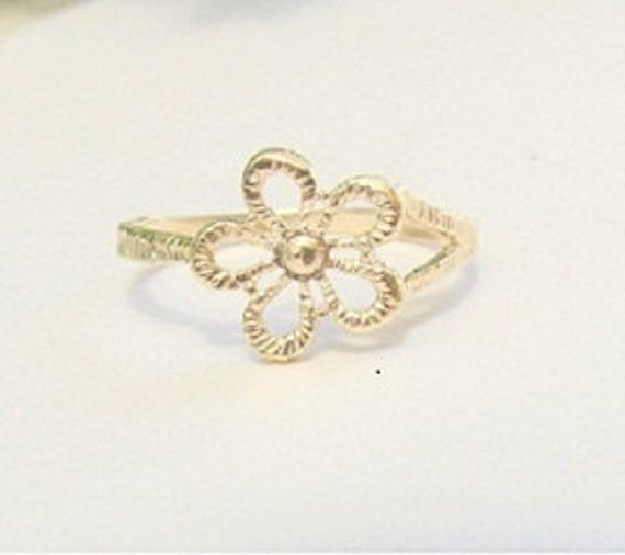 Flower ring, Size 8, gold ring, gold filled ring, gold flower ring, Dainty ring, flower band ring, simple ring, band ring