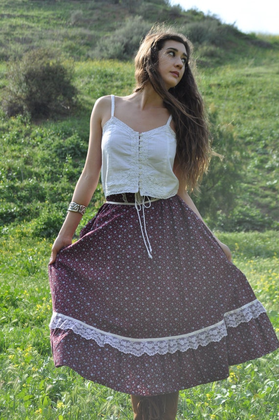 Vintage 1970s Extra Small Burgundy Floral Gunne Sax Prairie Skirt with Lace