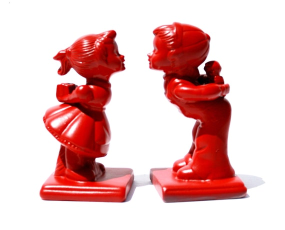 Kissin Kiddos Ceramic figurines Retro decor