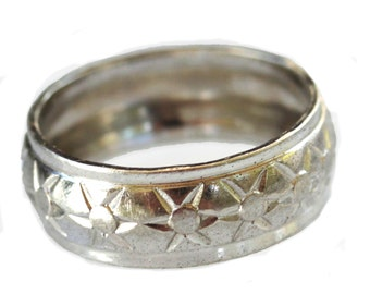 Simple vintage 925 sterling silver band with star pattern midcentury wedding band mens or womens