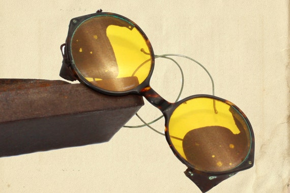 1916 Willson yellow lens goggles/glasses with original case