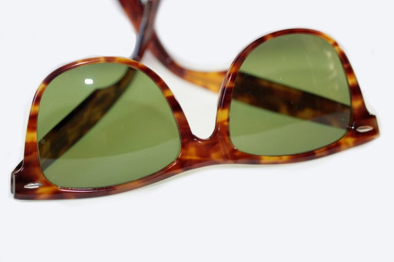 Ray Ban Wayfarer II in tortoise shell with original green lenses