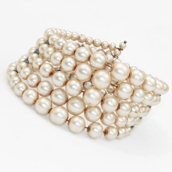 Vintage pearl cuff bracelet, 5 rows of champagne pearls in graduating sizes on memory wire