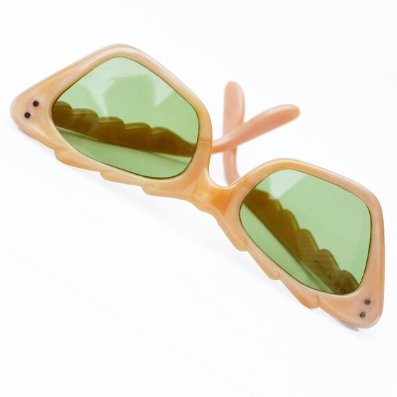 Vintage 40s-50s pearl coral/peach cateye sunglasses