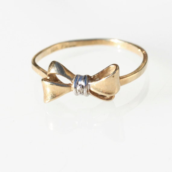Vintage 10K solid yellow gold bow-shaped ring with tiny diamond