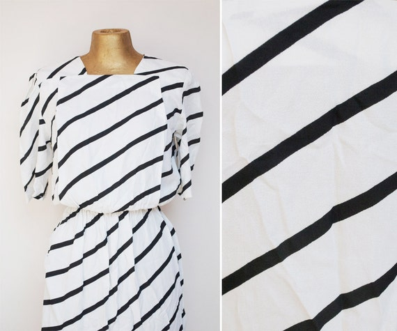 80's Vintage Black & White Dress with STRIPS. S . M