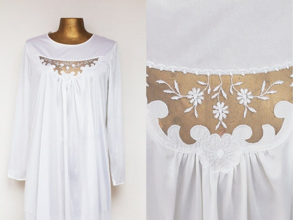 Beautiful nightgown from 70's in mint condition. M