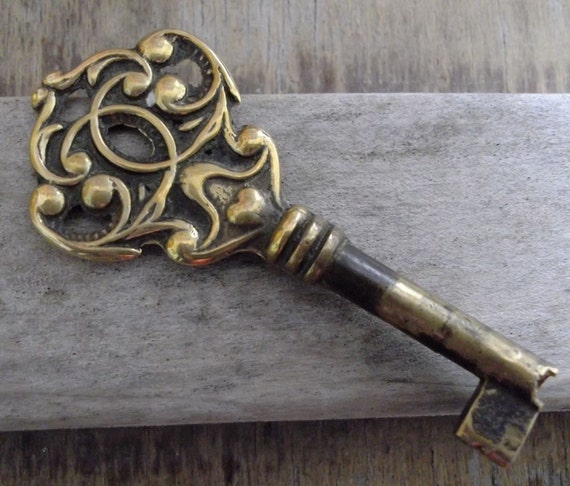 SALE  Vintage Ornate Brass Skeleton Key  Steampunk  Altered art  Jewellery