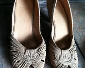 Size 9 Vintage Tan Metallic Gold Frye Peep-Toe Kitten Heels