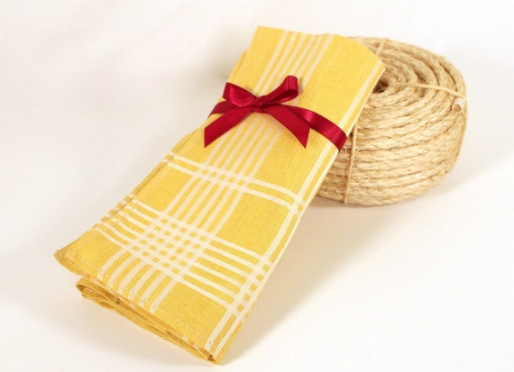 Vintage pair of yellow plaid napkins