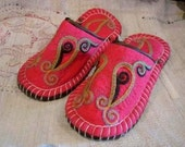 Felted indoor slippers (pink)