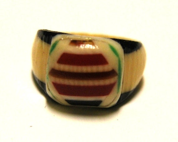 Vintage Celluloid Bakelite Folk Art Prison Ring (Size 5-1/2)