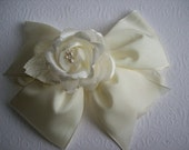 Girl Large Ivory Taffeta Pinwheel Hair Bow  on HAIR COMB