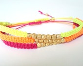 Neon friendship bracelet with goldplated nuggets