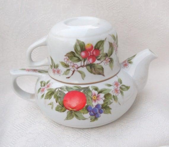Tea for One - Porcelain Teapot and Teacup - Andrea by Sadek