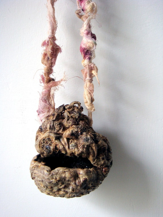 Organic pendant in handmade