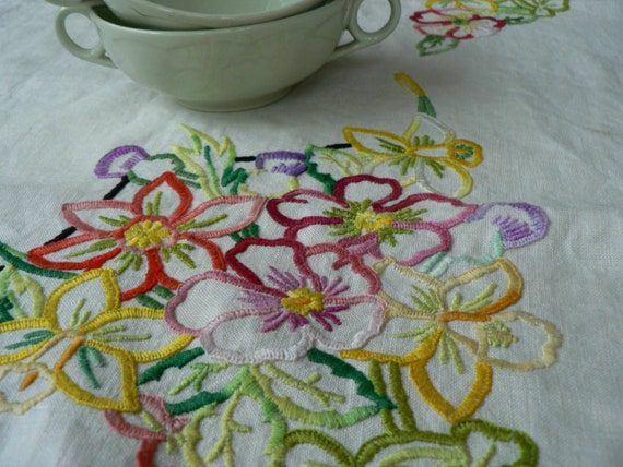 Hand embroidered English 1950s vintage tablecloth lace trim floral