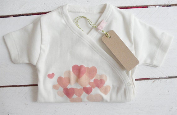 Organic bodie handprinted with heart motif in apricot
