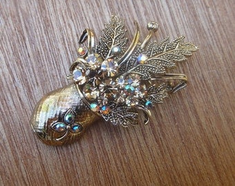 Beautiful  brooch with sparkling rhinestones