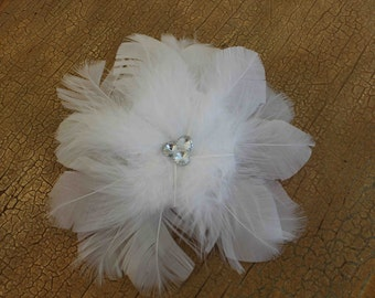 White   color feather  flower with back pin