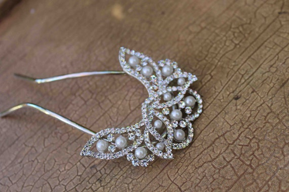 Beautiful  silver color hair comb with sparkling rhinestones and pearls
