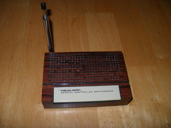 1970s Realistic Crystal Controlled Weather Radio Faux Wood Finish Model 12-152A WORKS
