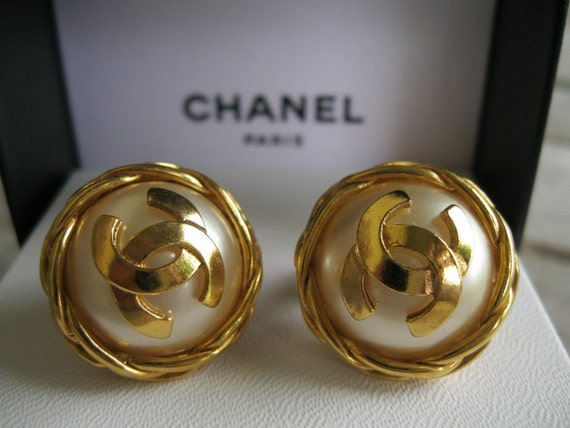 Vintage Chanel Clip-on Pearl and Gold Earrings