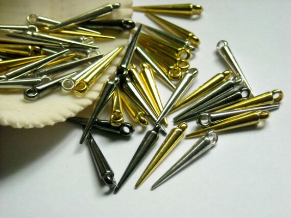 40 Assorted Spikes
