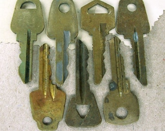 Vintage Brass Keys - Set of 7 -  Steampunk Supplies - VK7