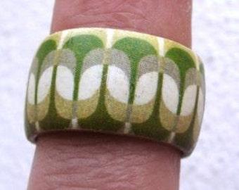 Green Textile Pattern (Lalage) -- adjustable wood ring