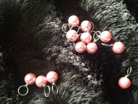 FREE SHIPPING - Handmade stitch markers for knitting - Faux Pink Pearl (Qty: 12)