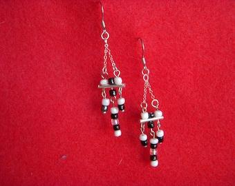 Black and White earrings (B3900)