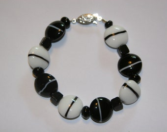 Chunky Black and White glass beaded Bracelet