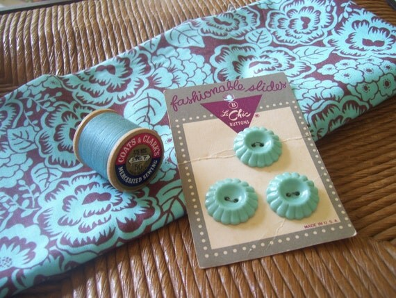 """Vintage Buttons and Thread and Repro """"New Spirit"""" Fat Quarter"""