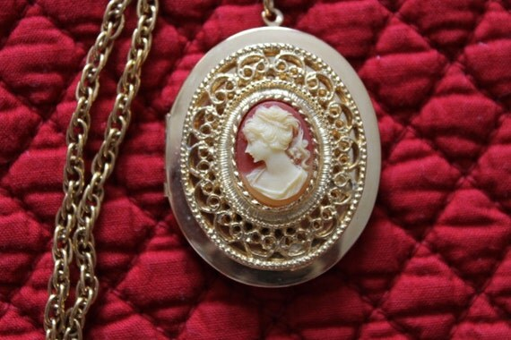Lovely Gold Plated Locket with a Cameo, Women's face, Birthday gift, Christmas gift, locket, Valentine's Day gift, Mother's Day gift