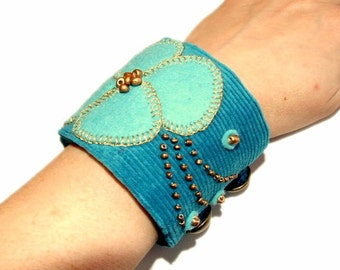 Cuff bracelet embroidered turquoise