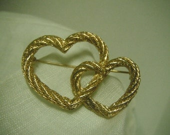 Gold entwined hearts brooch