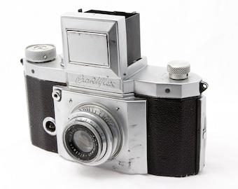 Praktiflex 35mm Camera with Anastigmat Victar 50mm Lens