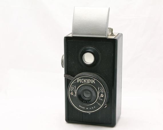 PICKWIK TLR Camera - Bakelite Body - 1930s