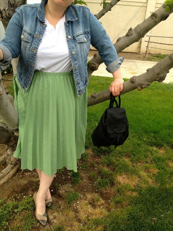 Plus Size - Vintage Green Pleated Midi Skirt