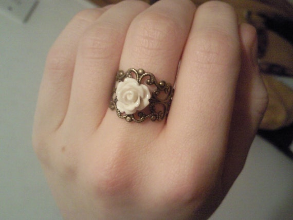 Post 1.98 - Beautiful Vintage-Style Flower Ring