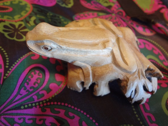 Frog Wood Carving Chinaberry Wood Rose figurine