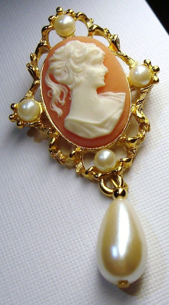 sarah coventry vintage jewelry cameo pendant brooch signed