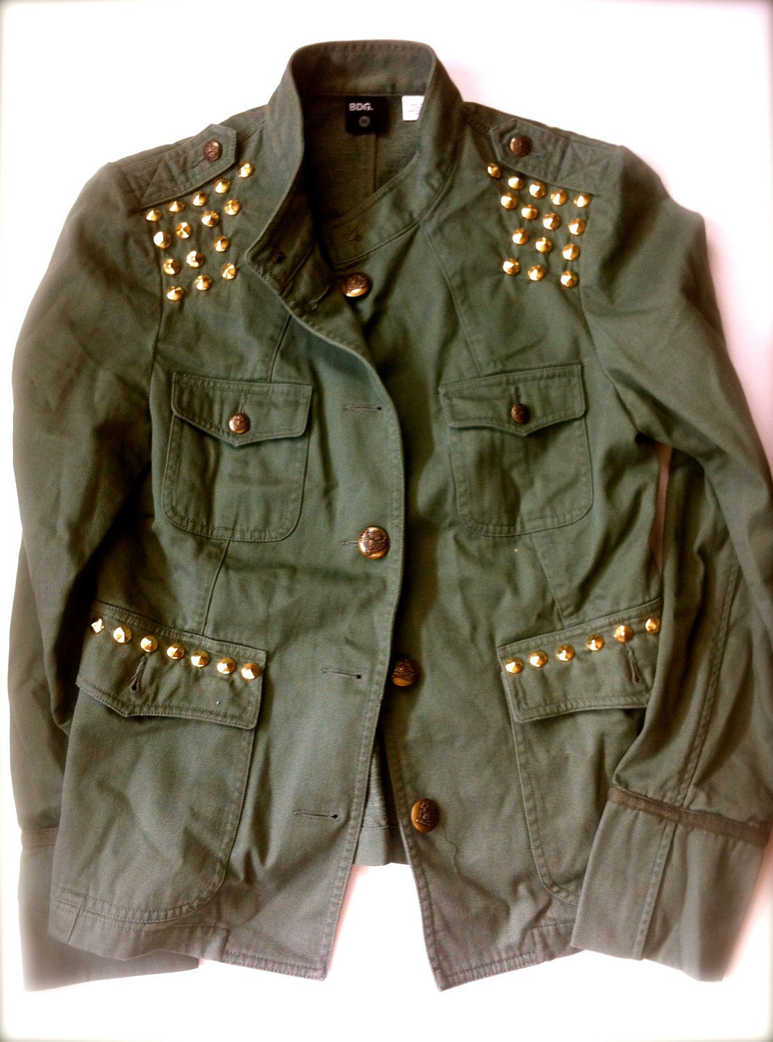 The Top 10 military jackets for women that follow feel structured, yet lived-in. Finding the perfect one is all in the fit, which is why the variance in length, pocket design, and slimmed silhouettes set these 10 picks apart from the rest.