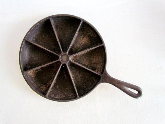 Vintage Cornbread Cast Iron Skillet by iasVintage on Etsy