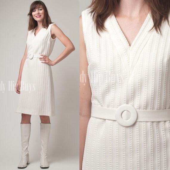 SALE - Vintage 60s MOD White Embossed Knit Sleeveless mini Dress - M/L