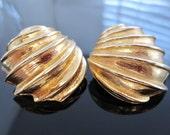 Vintage David Hill goldtone clip earrings