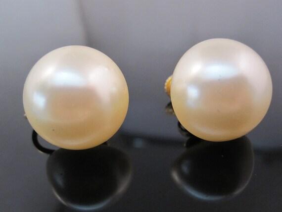 Vintage Marvella pearl earring